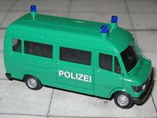 Herpa 094139 - Mercedes Benz  T1 - Bus - Polizei - grün