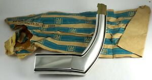 1969 Chevrolet Kingswood Estate Wagon NOS RH front fender molding 3953684