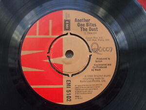 Queen - Another One Bites The Dust / Dragon Attack - 4 prong centre EMI 5102