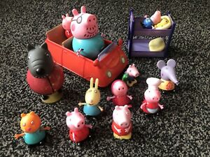 Lovely Job Lot of PEPPA PIG Car & Figures & Bed Used