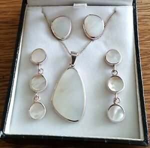 Mother Of Pearl And Silver Necklace + 2 Sets of Matching Earrings in Box ( 925 )