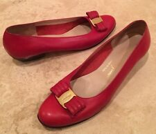 SALVATORE FERRAGAMO Red Leather Classic Gold Vara Bow Low Heel Pump 8.5 2A Italy