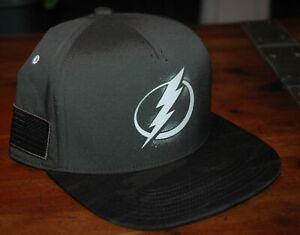 Tampa Bay Lightning snapback cap Veteran's Day Adidas 2020 NHL NEW w Tags Gray
