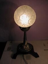 Jolie lampe veilleuse Art Déco globe en pâte de verre (verre pressé moulé)