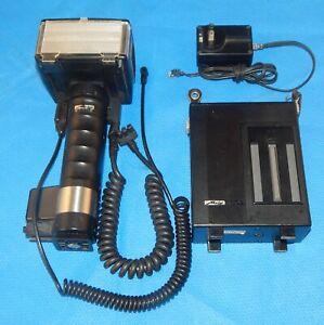 Metz 60CT-2 Flash Unit w/60 CT-1/2 Battery Pack & 402.12K AC Adaptor