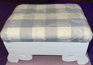 Vintage Footstool Wooden w/Embroidery Rest hinged opens Country Chic Farmhouse