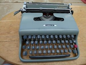 Olivetti Lettera 22 Portable Manual Typewriter. Good working condition.
