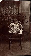 snapshot photo ferrotype enfant sur chaise haute