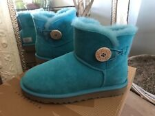 UGG AUSTRALIA Bailey Button Short Womens Teal Shearling Boot 5M MSRP $165