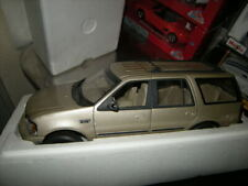 1:18 UT Ford Expedition XLT gold in OVP
