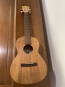 Martin ukulele Tenor T1K AS NEW!
