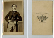 Patras, Un homme pose  CDV vintage albumen carte de visite,  Tirage albuminé