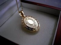 Genuine 9ct gold Oval Locket gf necklace FREE POSTAGE IF YOU BUY TODAY ref 078