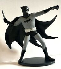 BATMAN BLACK AND WHITE MINI FIGURE  MIKE ALLRED BATMAN / DC COLLECTIBLES