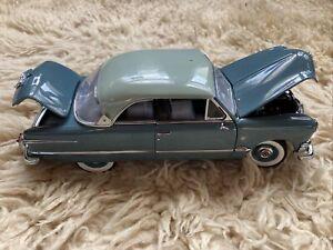 Danbury Mint 1:24 1951 Ford Victoria Limited Edition  Model Classic Car