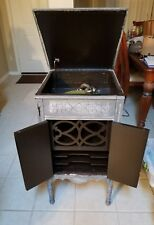 ANTIQUE PHONOGRAPH 1920s RECORD PLAYER WITH CRANK HANDLE WORKS STAND UP CABINET