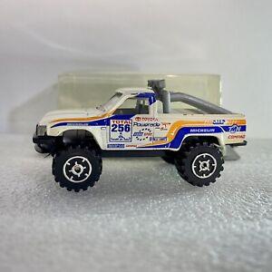 Guisval Toyota Hilux 1:64 Diecast Pickup Rally Truck w/ Granada 1995 Dakar Tampo