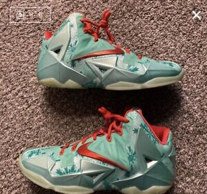 LeBron XI 11 Christmas - Size 10.5 - Pre-Owned (Needs Cleaned)