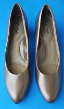 Soft style by Hush Puppies womens bronze slip on heels pumps size 7.5N