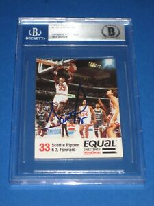 SCOTTIE PIPPEN (Bulls) Signed 1989-90 TOPPS Card #11 Beckett Authenticated