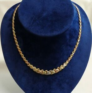 Fine 'Kiss' Link Necklace Three Colour 375 (9ct) Gold - Length 17 inches