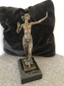 Bronzefigur Frauenakt in ästhetischer Pose signiert Preiss franz.Gießereistempel