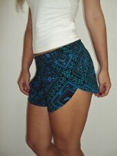 NEW VOLCOM WOMEN DAY AND NIGHT SHORT PANTS SIZE 5
