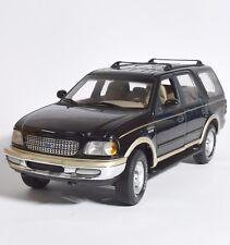 UT Ford Expedition Geländewagen in schwarz lackiert, 1:18, OVP, K022