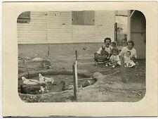 PHOTO ANCIENNE - BASSE COUR ANIMAL ENFANT JOUET - CHILD TOY - Vintage Snapshot