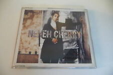 NENEH CHERRY CD 4 TITRES MONEY LOVE. BOITIER FENDU 2 ENDROITS