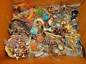 Vintage jewelry BIG LOT many rhinestones and brooches/mixed lot 7 lbs!