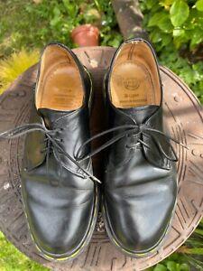 Doc Martins  shoes size 5 Dr martins Black . Fabulous Condition Vintage