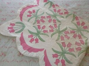 "Vintage Handmade Pink Tulip Quilt Scalloped Border  87"" x 70"""