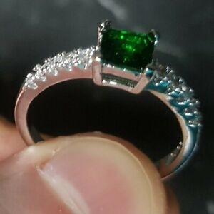 Womans Size V 1/2. Emerald & White Topaz 925 Silver Ring
