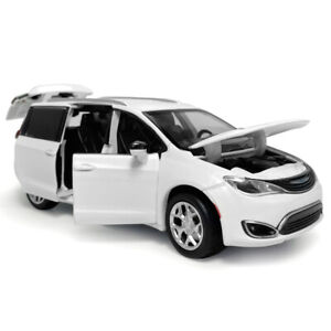 1/32 Chrysler Pacifica MPV Model Car Diecast Toy Vehicle Kids Gift Sound White