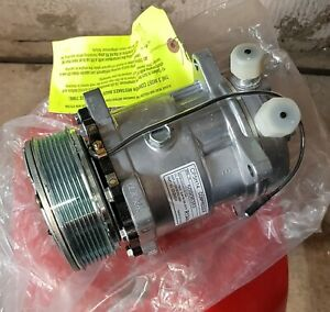Vintage Air Sanden Air Conditioning Compressor + mount for Ford Mustang
