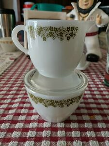 PYREX/ Corning SPRING BLOSSOM GREEN/CRAZY DAISY CREAMER and SUGAR BOWL with LID