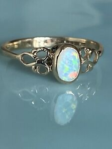 Stunning Ladies Vintage  9ct Gold And Opal Ring, Size L.5, Gorgeous Ring