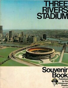 PITTSBURGH PIRATE 1971 THREE RIVERS STADIUM YEARBOOK VINTAGE