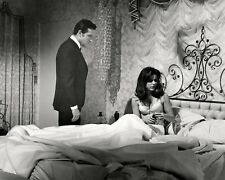 """PATTY DUKE & PAUL BURKE IN """"VALLEY OF THE DOLLS"""" - 8X10 PUBLICITY PHOTO (AB-542)"""