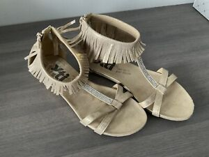 Ladies Flat Sandals Size 6.5 In Light Gold