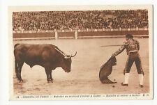 Bullfighting/Corrida de Toros - Matador el entrar a matar - Vintage postcard