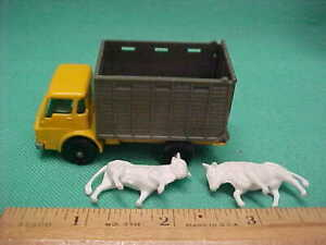 Vintage Lesney Matchbox England 1966 Dodge Cattle Truck Back Opens w/2 Cows #37