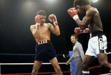 Old Boxing Photo Alexis Arguello Blocks A Punch From Cornelius Boza edwards