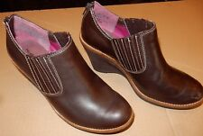 Hush Puppies Boots Low Ankle 9.5 Womens Dark Brown Wedge Faux Leather Suede EUC