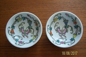 2 SMALL CHINESE BOWLS WHITE + FLORAL PATTERN INSIDE MAKERS MARK ON BASE VG COND
