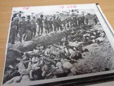 VIETNAM WAR - ORIGINAL PRESS PHOTO - US SOLDIERS SURVEY ENEMY CASUALTIES