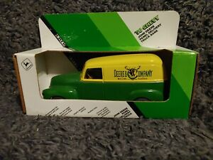 Ertl John Deere 1950 Chevy Panel Delivery Truck Die-Cast Bank #5621 New in Box