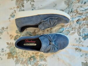 Sketchers Blue Suede Madison Ave My Journey Slip on Shoes Size 5
