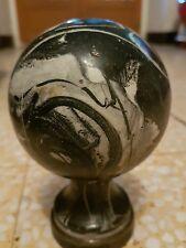 boule de rampe d'escalier en métal marbré ? ancienne diam : 7,5 cm haut 12 cm